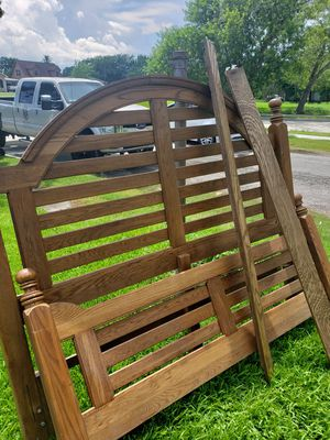 Queen size bed frame for Sale in Port Arthur, TX