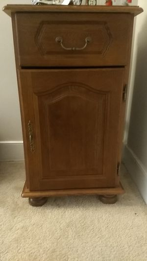 End table for Sale in Sterling, VA