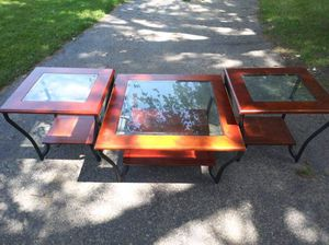 Coffee table and matching end tables for Sale in Mount Pleasant, MI