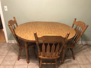 Kitchen/Dining Room Table with a Leaf and 6 Chairs for Sale in Verona, NJ