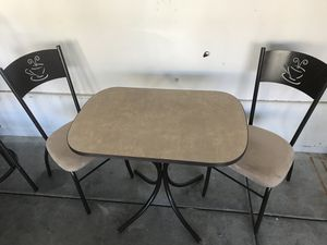 Breakfast table and chairs for Sale in North Las Vegas, NV