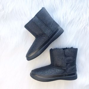 Toddler girl black glitter ugg boots NEW 10 for Sale in Castaic, CA