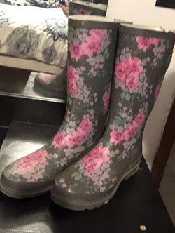 Women's Rain Boots-sz 7 for Sale in Issaquah,  WA
