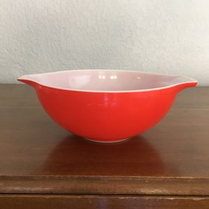 Pyrex bowl, bright red, 4 quart size for Sale in Fort Lauderdale, FL