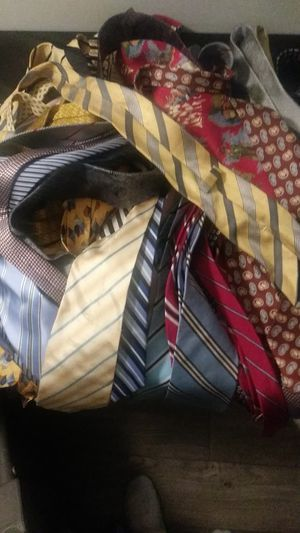50 Exclusive Ties .... Great Condition for Sale in Decatur, GA