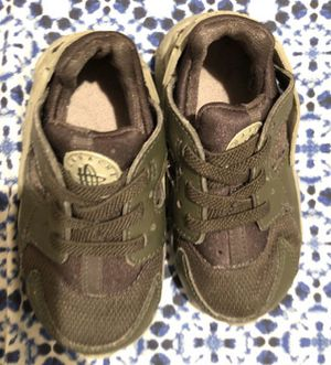 🐢Nike Huaraches army green hunter 6c toddle kids baby shoes tennis sneakers🐢 for Sale in Avondale, AZ