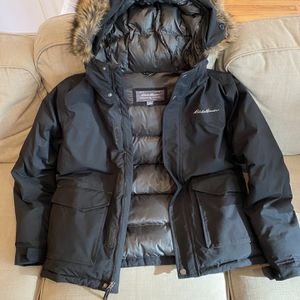 Eddie Bauer, Men's Parka, Medium, Black for Sale in Chicago, IL
