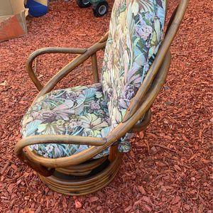 Silla Mesedora De Madera for Sale in Hayward, CA