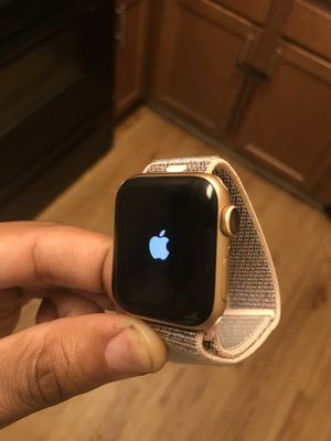 Brand new & unused Apple Watch Series 4 (GPS, 40mm) - Gold Aluminium Case with Pink Sand Sport Loop. Never used & latest model. PRICE NON NEGOTIABLE for Sale in Chester, VA