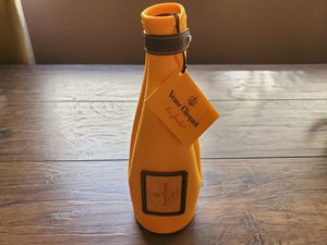 "VEUVE CLICQUOT CHAMPAGNE OR WINE BOTTLE ""ICE JACKET"" INSULATED COOLER - NICE GIFT BAG for Sale in Chandler, AZ"