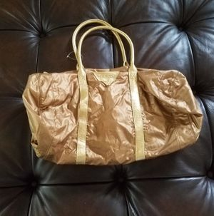 Guess )Women's Athletic Bag) for Sale in Mountlake Terrace, WA