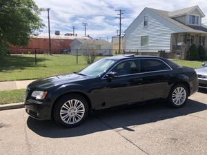 2014 Chrysler salvage for Sale in Dearborn, MI