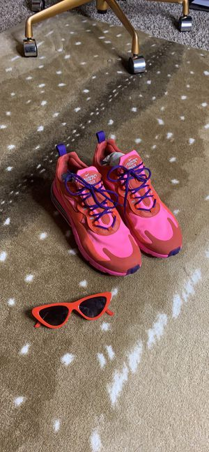 Nike Air 270 react (Women's Sz 10) for Sale in Florissant, MO