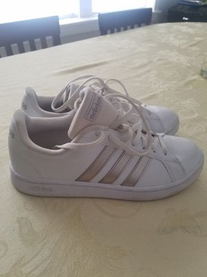 Adidas wo 8.5 for Sale in Chicago, IL