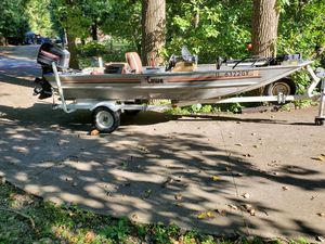 85 Lowe boat with 40 hp mercury for Sale in Bolingbrook, IL