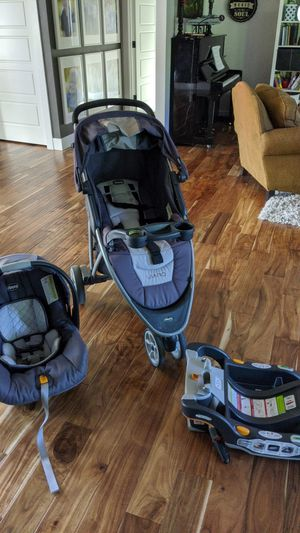 Premium chicco car seat, stroller, and base. for Sale in Renton, WA