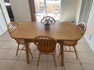 Wooden dining table chairs for Sale in Miami, FL