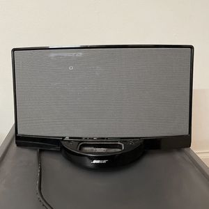 BOSE SOUNDDOCK WITH APPLE ADAPTER for Sale in Brooklyn, NY