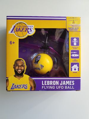 COLLECTABLE LOS ANGELES LAKERS LEBRON JAMES FLYING UFO BALL , IT'S IN NEW CONDITION , PACKAGE IS IN GOOD CONDITION for Sale for sale  Santa Clarita, CA