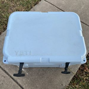 Yeti 35 Cooler Used Good Conditions for Sale in San Antonio, TX