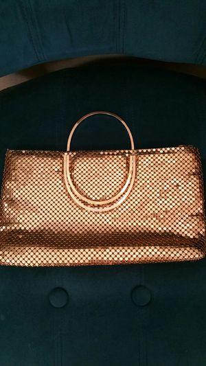 Gold metalic purse/clutch for Sale in Phoenix, AZ