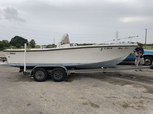 21 ft classic mako for sale. Comes with aluminum trailer no motor. It is a project boat with great potential. for Sale in League City, TX