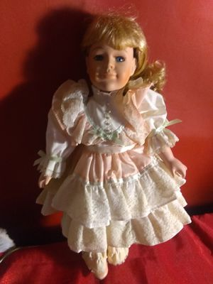 DYNASTY DOLL BEAUTIFUL EYELASHES for Sale in Placentia, CA