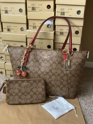 Coach tote with wallet for Sale in Arlington, TX
