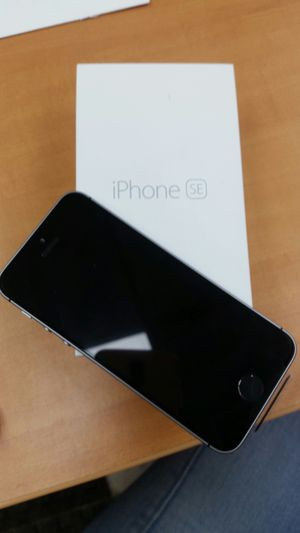 IPhone SE unlock for Sale in New York, NY
