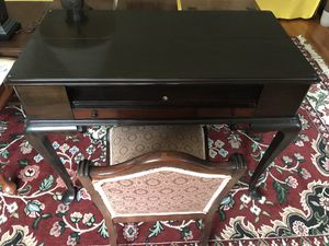 Spinet Desk and Chair for Sale in Blue Bell, PA