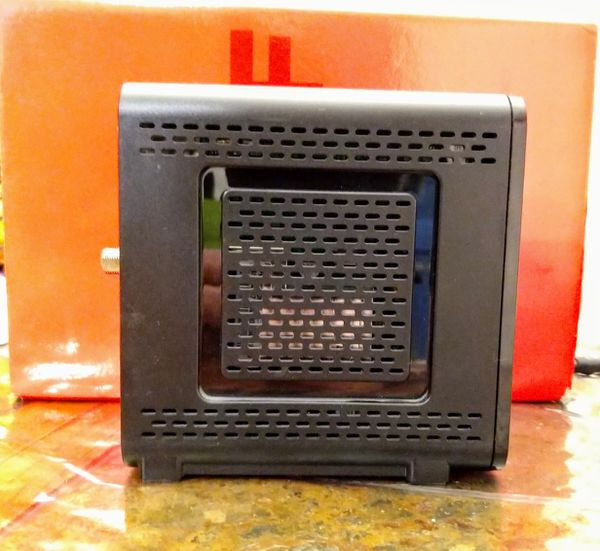 Arris Surfboard SB6121 Cable Modem / works with Comcast
