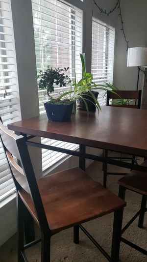 High top kitchen tab with 4 chairs for Sale in Nashville, TN