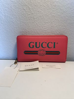 NWT GUCCI Print Logo Pink Green Red Leather Long Wallet Zip Around $798 for Sale in Los Angeles, CA