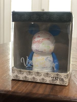AUTOGRAPH Disney 3 in Vinylmation Paris Disney Theme Park Favorites MICKEY for Sale in Land O Lakes, FL