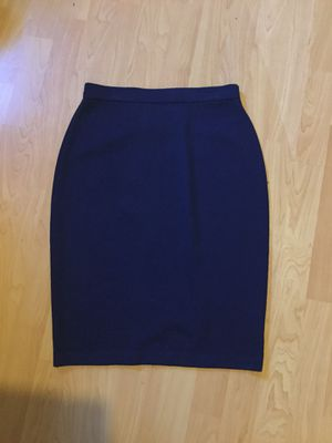 Women's Heavy knit navy blue pencil skirt by St John collection. Like new. Size 6 for Sale in Torrance, CA