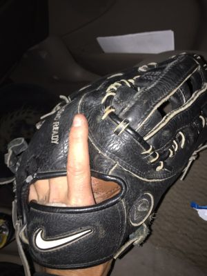 Nike 1st basemans glove for Sale in Mount Pleasant, WI
