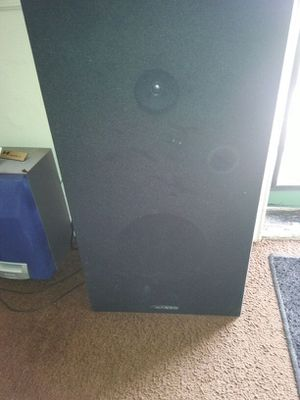 2 big speakers one small and a subwoofer for Sale in Detroit, MI
