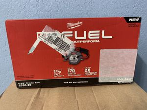 Milwaukee, 2530-20, Cordless Circular Saw, 3600 RPM, 12.0V for Sale in Miami, FL