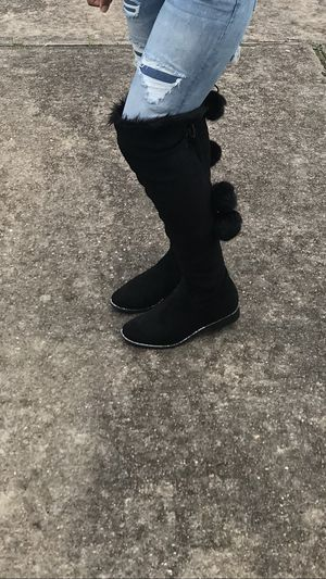 Black diamond boots / fur ball for Sale in Houston, TX