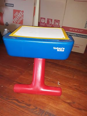 Today's Kids desk for Sale in Marlow Heights, MD