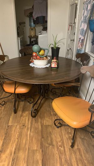 Dining room table & matching chairs for Sale in Abilene, TX