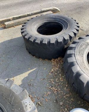 MUST GO TODAY-1 tractor tire for Sale in Doral, FL