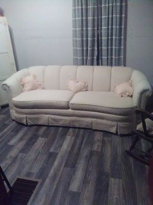 broyhill couch for Sale in Caldwell, OH