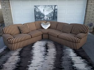 SECTIONAL SOFA COUCH GORGEOUS for Sale in Phoenix, AZ
