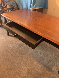 Coffee table with drawer (Solid wood) for Sale in Auburn,  WA