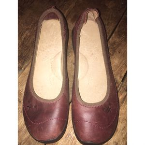 Keen Cush Leather slip on walking shoes size 7.5 burgundy excellent condition for Sale in Spanaway, WA