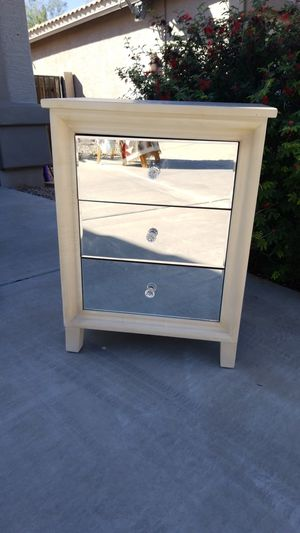 Nightstand w/ Mirrored Drawers for Sale in Tolleson, AZ