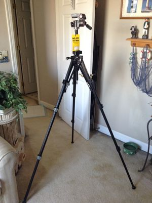SLIK universal tripod. U212 deluxe for Sale in Sunbury, OH