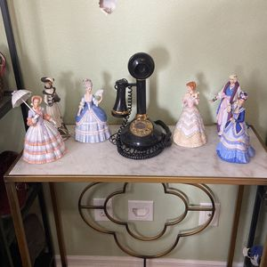 Collectible Dolls And A Antique Phone for Sale in Zephyrhills, FL