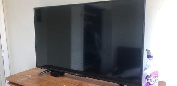 43 in sharp smart 4K tv with Roku